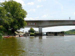01 juin 13h47-Belleville-sur-Loire-Pont de Neuvy-sur-Loire et son barrage-portage