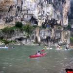 Kayaks sous les falaises