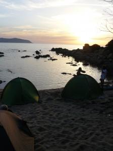 Corse 2013 - tentes sur la plage