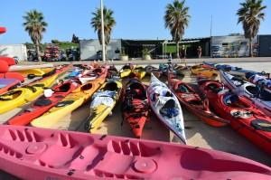 Base nautique du Roucas - les kayaks devant le club Marseille Mazargues Canoë Kayak