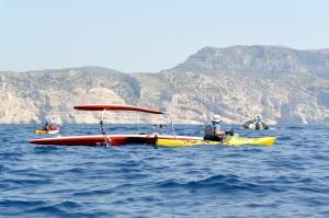 Raid Littoral 13-895-08 août 2015 12h17 - Marseille - Parc national des Calanques - traversée vers Sormiou - dessalage pirogue